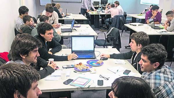 Universidades: los estudiantes organizan clubes de negocios